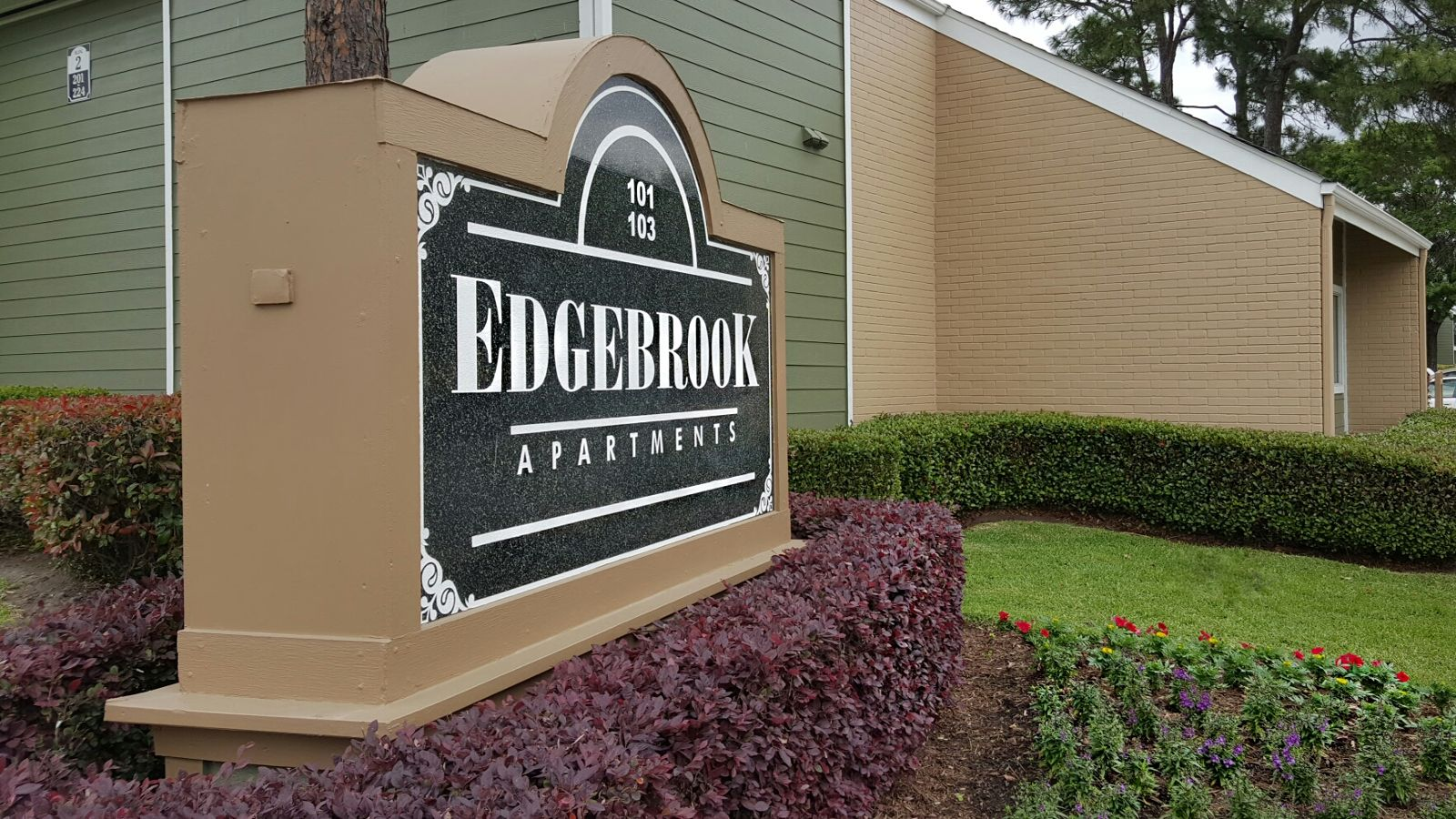 Entrance of Edgebrook Apartments in Houston, TX