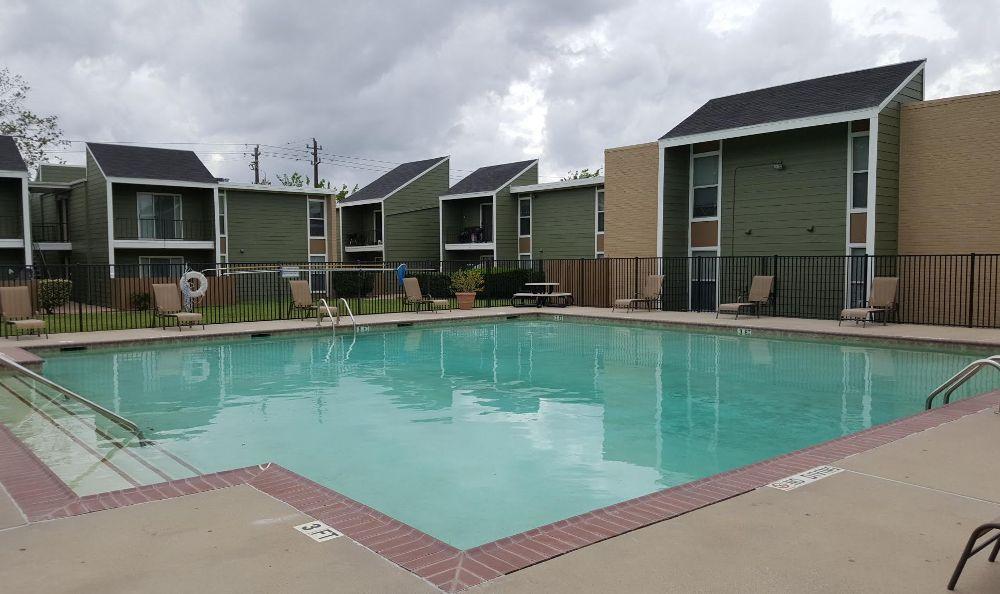 Swimming pool at Edgebrook Apartments