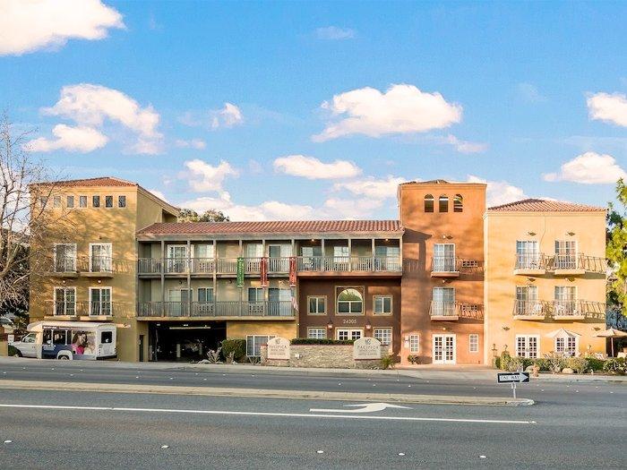 Exterior of building at Pacifica Senior Living Santa Clarita in Newhall, CA