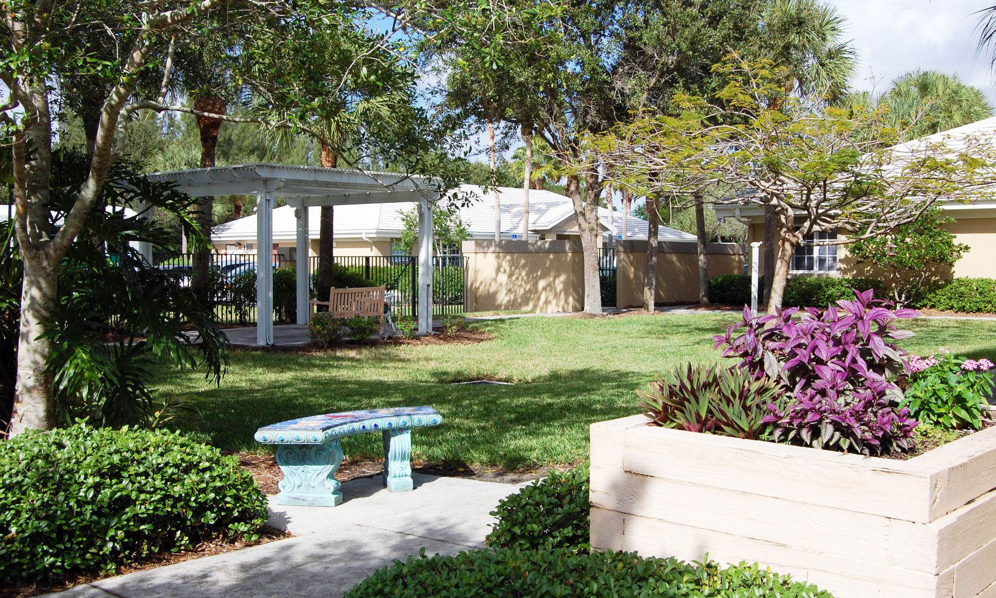Pacifica Senior Living Fort Myers garden