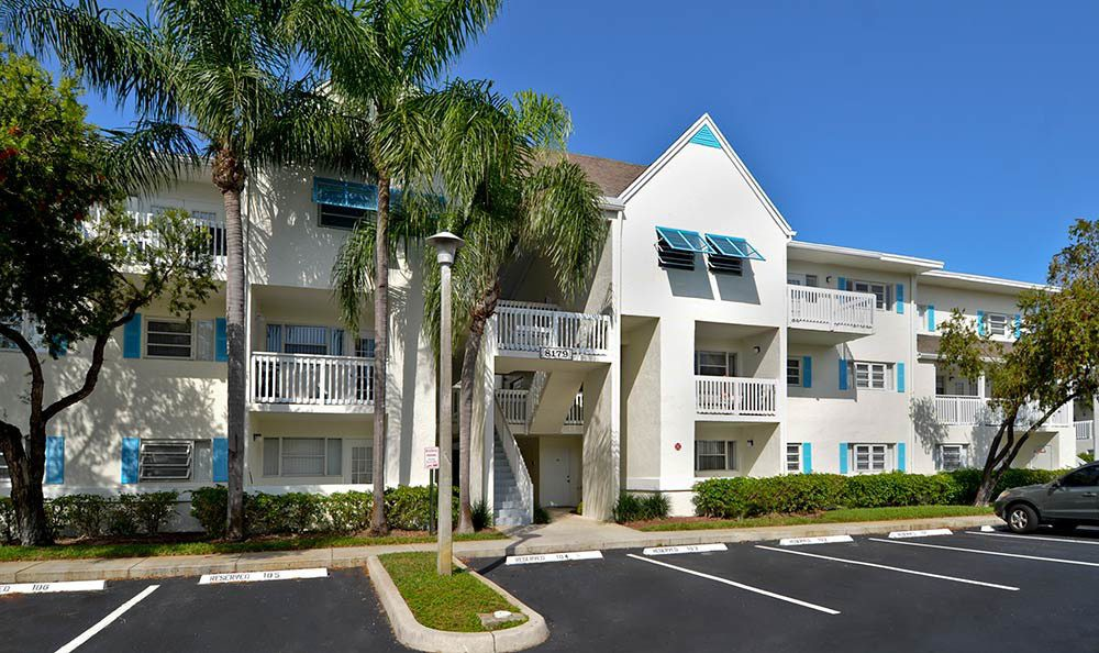 Exterior View of Cypress Club Apartments in Tamarac
