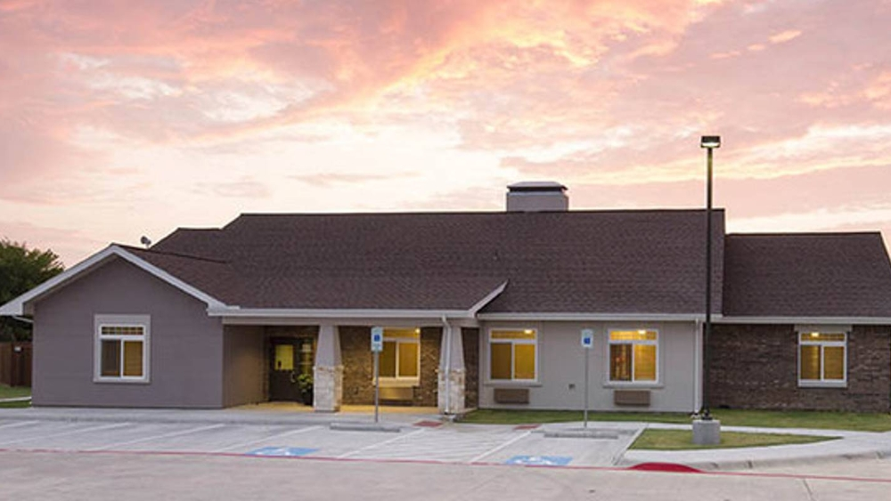 Exterior view of Oxford Glen Memory Care at Owasso
