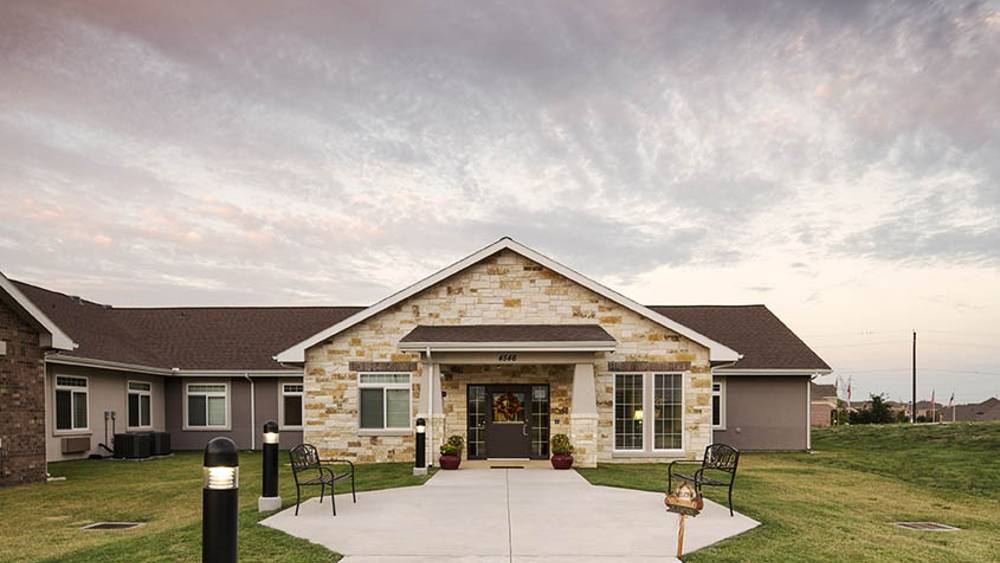 Exterior at Oxford Glen Memory Care at Grand Prairie