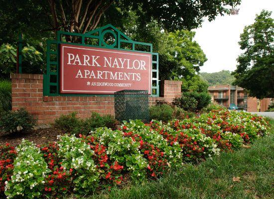 Park Naylor Apartments welcome sign located in Washington