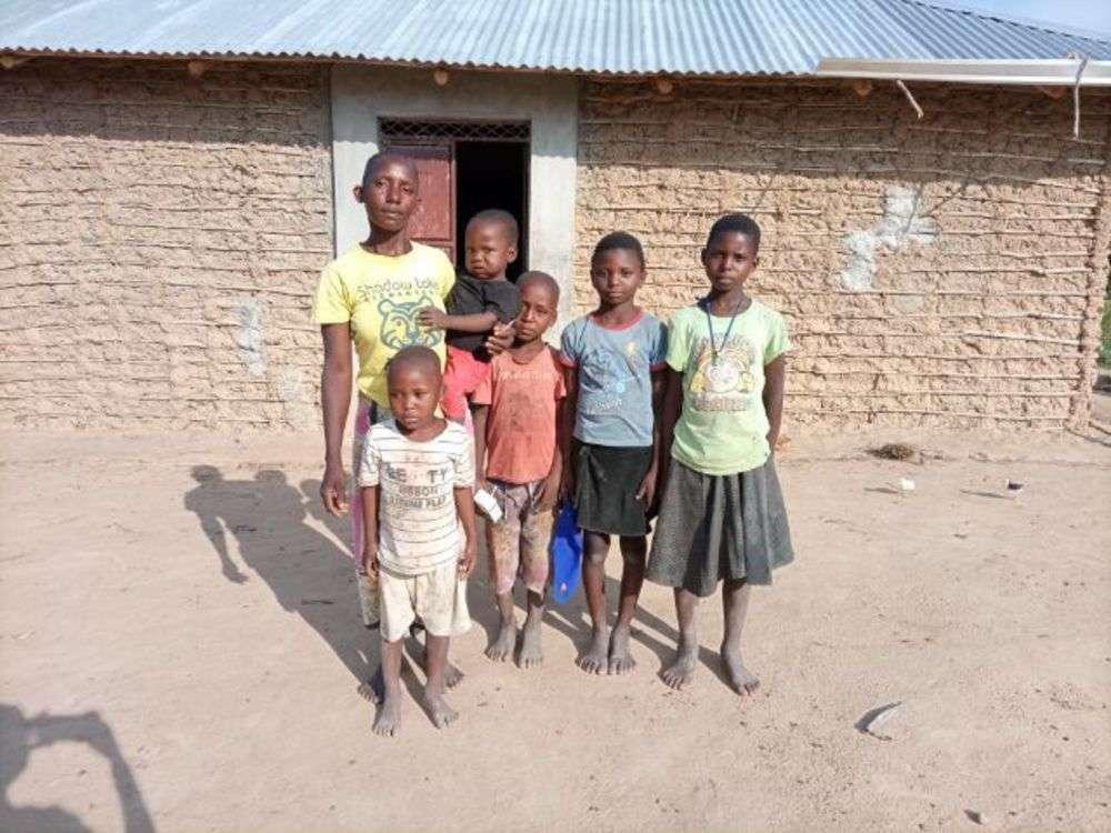 Kamone's family