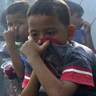Children in Indonesia suffered from the smoke of forest fires. Image 1A. Image size:400x400px