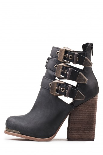 5e925ad1cc6f2e Multi-buckle chunky heeled booties. Fits true to size Measurements taken  from size 6 4