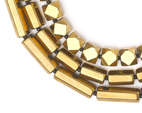 Elly necklace close