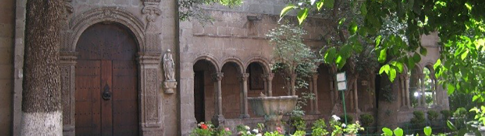 Capilla Gótica / Claustro, Instituto Cultural Helénico