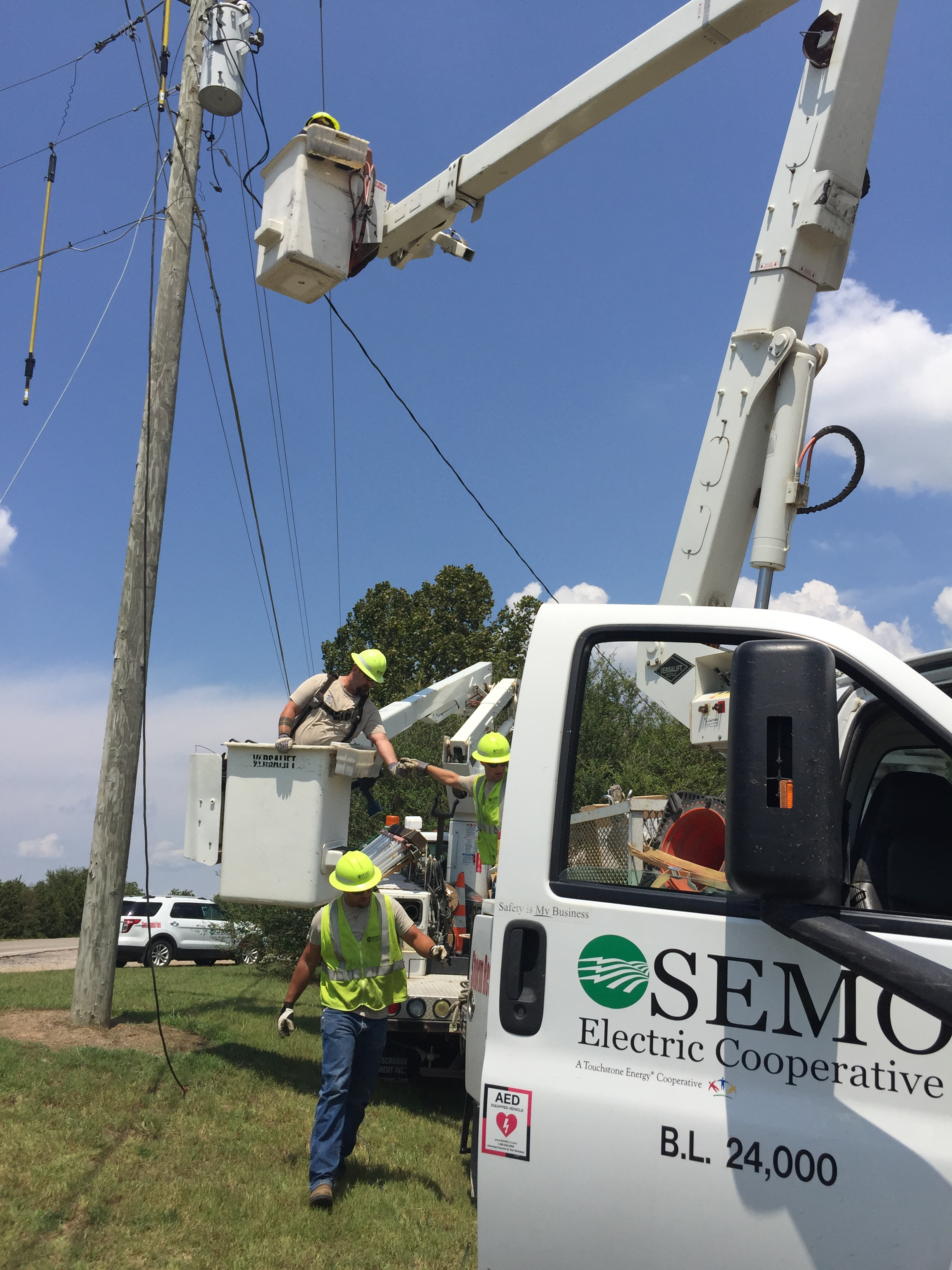 Gosemo Fiber To Install New Circuits For Christmas Lights Root Electric Services The Dream Of High Speed Internet Semo Cooperatives Member Owners Is Quickly Becoming A Reality As We Take Small Steps