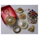 FLORAL & OTHER BROACHES W/KEY CHAIN