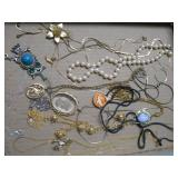 SELECTION OF NECKLACES W/PENDANTS & CHAINS