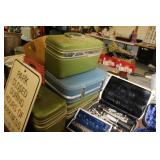 Lot of Vintage Suit Cases,Samsonite