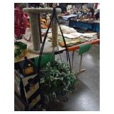 ARTIFICIAL PLANT AND HOLDER