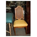 VINTAGE CUSIONED CHAIR
