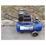 13 gallon four horsepower air compressor, missing