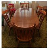 Gorgeous dining table and 6 chairs