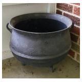 Vintage cast iron pot