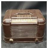 Vintage plastic case RCA Victor tube radio
