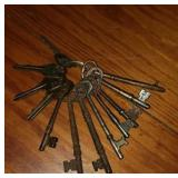 Lot of skeleton keys and more
