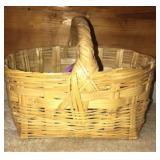Very Nice Wooden Easter Basket