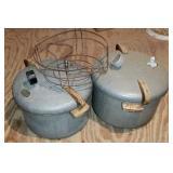 Lot of 2 metal pressure cookers