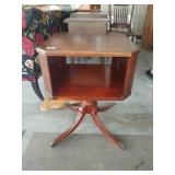 Mahogany Duncan phyfe end table