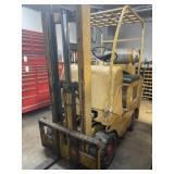 420LP, Towmotor 4,000 lb lift, runs, needs