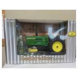 1/16 Restoration Tractor JD Model 4020 & Access.
