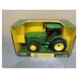 1/16 John Deere 8210 Tractor