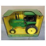 1/16 John Deere 4450 Tractor