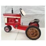 International Farmall 560 pedal tractor
