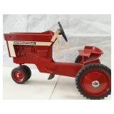 International 1971 66 series pedal tractor