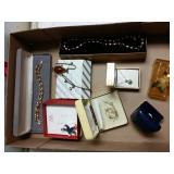 8 pieces of costume jewelry