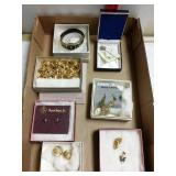 7 pieces of costume jewelry