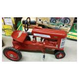 McCormick Farmall 450  Pedal Tractor DOES NOT