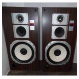2 - Technics Speakers