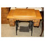 #2551 White USA Antique Sewing Machine with cast iron base, 5 drawers, etc.