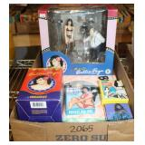#2065 Betty Page Lot incl. Photo Figures/Accessories NIB,