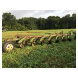 John Deere 2500 7 bottom plow