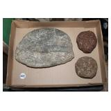 #364 Lot of 2 Grinding Stones incl. large halfed Sharpening Stone