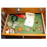 Jewelryu box contents