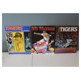 #407 (3) Tiger Yearbooks 1971 signed by (14) incl. A. Rodriguez, Brinkman, Kaline, Lolich