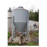 outdoor grain bin w/ motorized auger SER# GS-407 UPK Auger Model 015