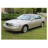 2010 Lincoln Continental Town Car w/ 44K miles