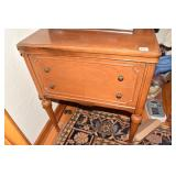 SEWING MACHINE & CABINET W/ FOOT CONTROL