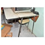 SMALL KITCHEN TABLE WWITH 2 CHAIRS SEAT RIPPED