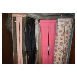 LARGE GROUP OF WOMENS CLOTHES VARIETY OF SIZES
