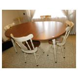 WOODEN TABLE WITH 2 LEAVES AND 6 CHAIRS AND TABLE