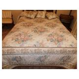 QUEEN SIZE BEDDING SET WITH FLORAL DESIGN